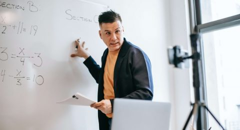 kemampuan dasar guru yang wajib dikuasi oleh guru di era modern
